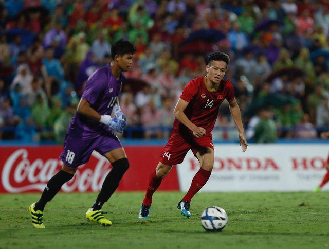 Sự xuất sắc của thủ môn Thitsar Min không thể giúp Myanmar tránh được hai bàn thua