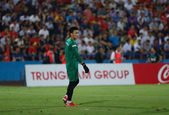 Thủ môn Bùi Tiến Dũng mang băng đội trưởng của U23 Việt Nam