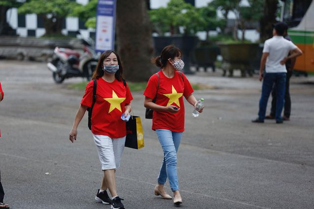 Các cổ động viên hết mình cổ vũ cho U23 Việt Nam