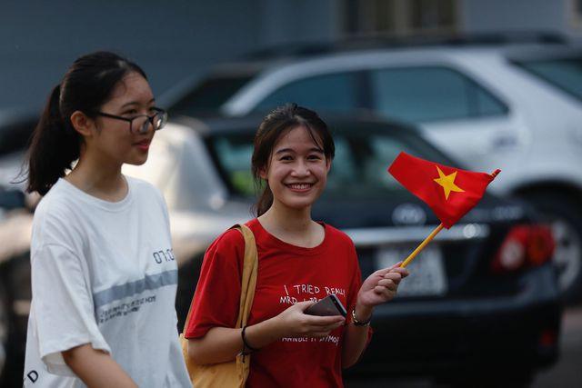 Nụ cười của một nữ cổ động viên Việt Nam