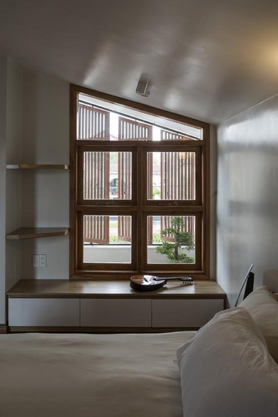 Mỗi căn phòng, mỗi dạng địa hình, mỗi góc nhà,... lại là những ô cửa với nhiều hình dạng khác nhau và sự lặp lại cũng với tỉ lệ khác nhau.