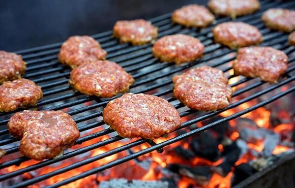 Ăn nhiều thịt gây ra 4,2% ca tử vong liên quan đến bệnh tiểu đường trong năm 2012 trên thế giới. Theo Viện Nghiên cứu Ung thư Mỹ, bạn nên hạn chế ăn ít hơn 510 g mỗi tuần. Ảnh minh họa: Internet