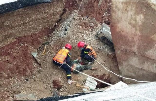 Thông tin mới nhất vụ sụt lún chân cầu khiến 5 người thương vong - Ảnh 3.
