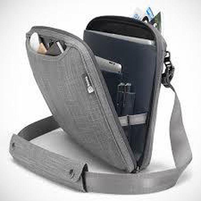 Người dùng nên cho laptop vào túi chống sốc để bảo vệ laptop được tốt hơn