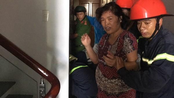 Phá cửa thang máy cứu bé trai 8 tháng tuổi và bà nội đang la hét ở Sài Gòn - Ảnh 2.