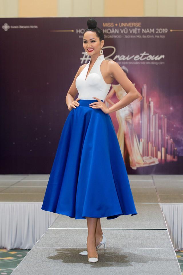 Hoa hậu H'Hen Niê thừa nhận từng chăm chỉ 'săn' hàng thùng vì nghĩ rằng độc và lạ - Ảnh 3.