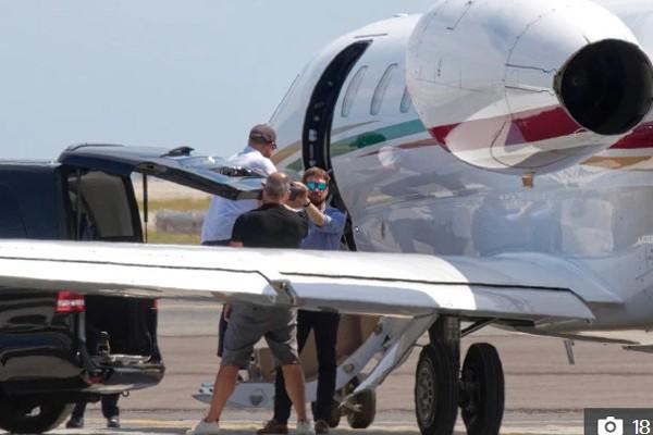 Dùng máy bay riêng hoành tráng, vợ chồng Hoàng tử Harry lại bị chỉ trích tiêu xài hoang phí - Ảnh 5.