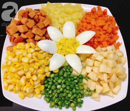 Cách làm salad Nga chuẩn ngon từ đầu bếp nhà hàng - Ảnh 2.