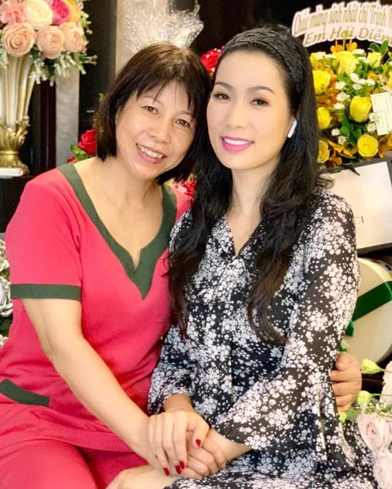 Á hậu Trịnh Kim Chi xinh đẹp mừng tuổi 47 bên chồng con - Ảnh 6.