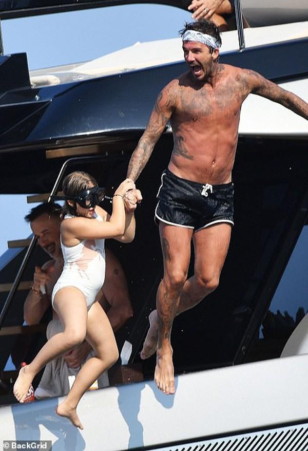 Hình ảnh Beckham hôn Victoria đắm say đập tan tin đồn cặp đôi đã chia tay - Ảnh 7.