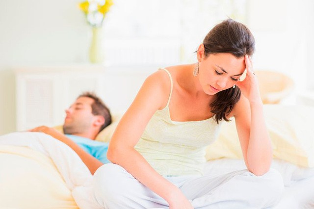 Đau đầu vì chồng giỏi kỹ năng giường chiếu nhưng nhất quyết không dùng áo mưa - Ảnh 2.