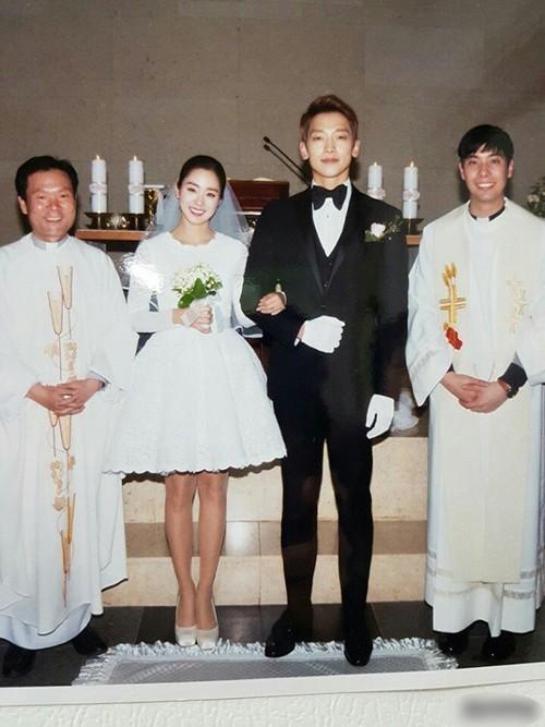 Ảnh cưới màu chưa từng tiết lộ của Bi Rain - Kim Tae Hee - Ảnh 1.