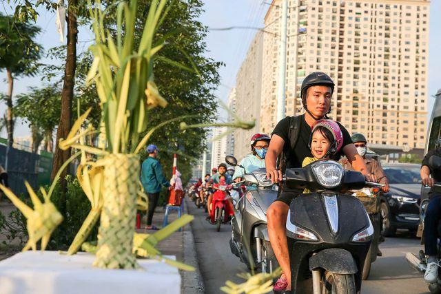 Hô biến lá dừa nước miền Tây thành giỏ hoa, con vật ở Hà Nội, kiếm tiền triệu mỗi ngày - Ảnh 11.