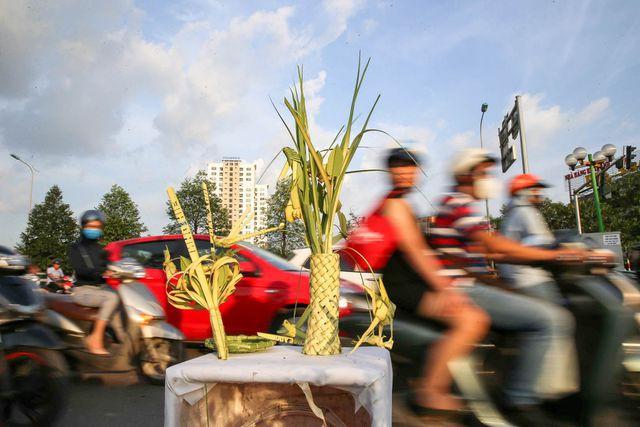 Hô biến lá dừa nước miền Tây thành giỏ hoa, con vật ở Hà Nội, kiếm tiền triệu mỗi ngày - Ảnh 13.
