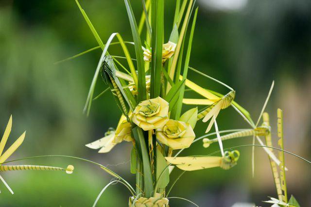 Hô biến lá dừa nước miền Tây thành giỏ hoa, con vật ở Hà Nội, kiếm tiền triệu mỗi ngày - Ảnh 6.
