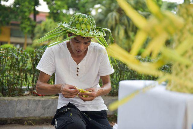 Hô biến lá dừa nước miền Tây thành giỏ hoa, con vật ở Hà Nội, kiếm tiền triệu mỗi ngày - Ảnh 9.