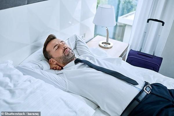 Giới khoa học khẳng định: Ngủ trưa ít nhất 2 lần/tuần giúp kéo dài tuổi thọ, giảm 48% nguy cơ đột quỵ - Ảnh 2.