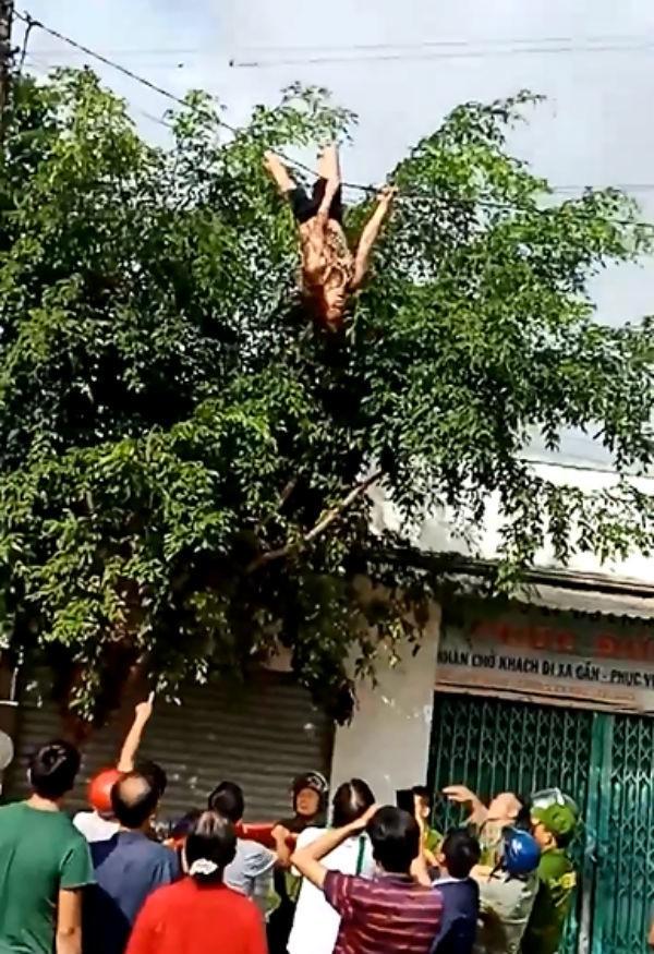 Người phụ nữ đánh đu lộn nhào trên dây điện ở Đắk Lắk - Ảnh 1.