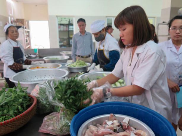 Nâng cao chất lượng dinh dưỡng trong khẩu phần ăn bệnh nhân - Ảnh 1.