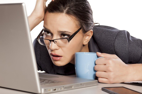 Người phụ nữ bị phát ban đáng sợ bởi chứng bệnh lạ dễ bị bùng phát khi gặp cảm lạnh - Ảnh 2.