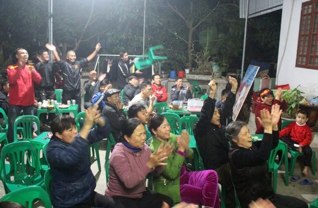 Bố mẹ tuyển thủ Việt Nam nói gì trước trận gặp Thái Lan? - Ảnh 5.