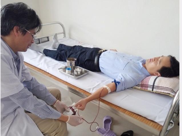 Giám đốc trung tâm y tế cùng nhân viên hiến máu cứu sản phụ nguy kịch  - Ảnh 2.