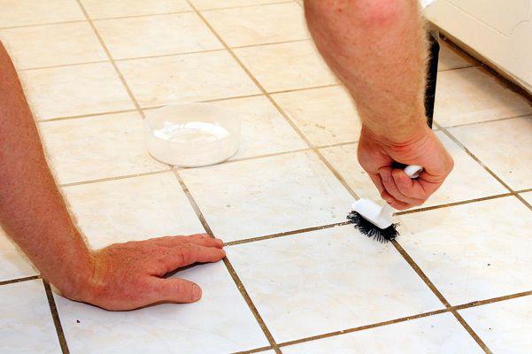 Vết ố, cáu bẩn trên nền gạch lâu ngày không lau đi được, đây là cách khiến nó biến mất không dấu vết trả lại sự sáng bóng cho sàn nhà - Ảnh 4.