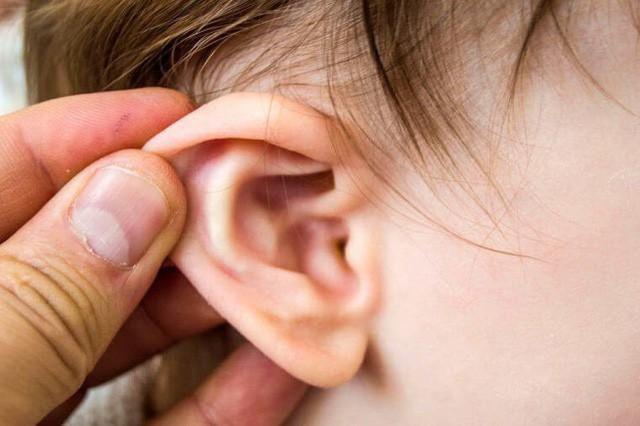 """Cậu bé 8 tuổi bị đau tai, đi khám bác sĩ sốc khi phát hiện có """"cây"""" mọc trong tai  - Ảnh 4."""