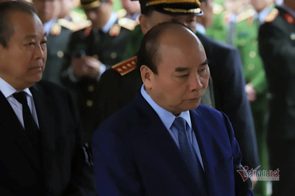 Người dân thôn Hoành đến viếng 3 chiến sĩ hy sinh tại Đồng Tâm - Ảnh 3.