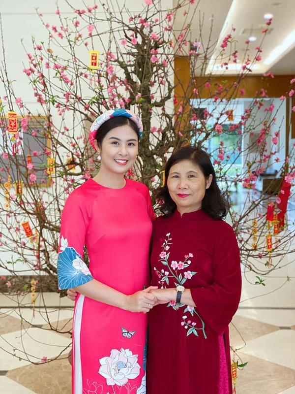 Bạn trai chụp ảnh Tết cùng gia đình Hoa hậu Ngọc Hân làm dấy lên nghi vấn sắp có một đám cưới đẹp - Ảnh 6.
