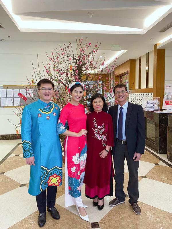 Bạn trai chụp ảnh Tết cùng gia đình Hoa hậu Ngọc Hân làm dấy lên nghi vấn sắp có một đám cưới đẹp - Ảnh 9.