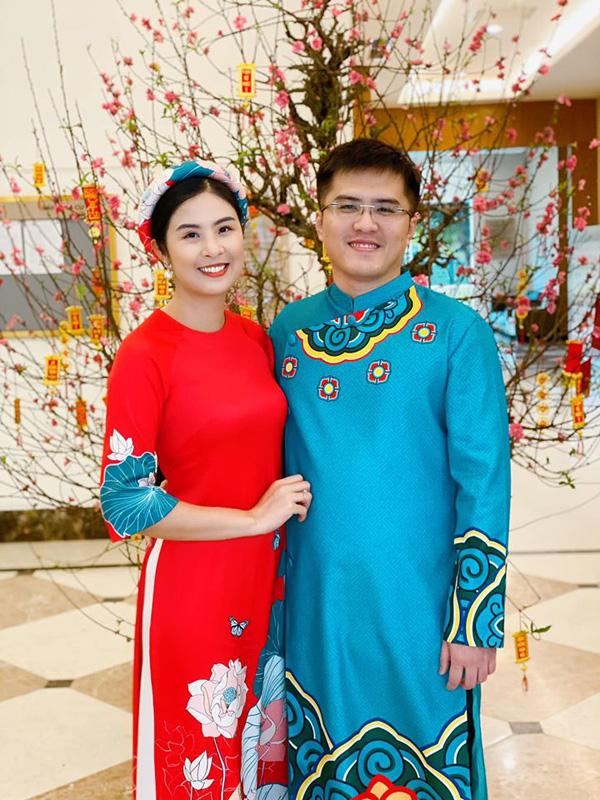 Bạn trai chụp ảnh Tết cùng gia đình Hoa hậu Ngọc Hân làm dấy lên nghi vấn sắp có một đám cưới đẹp - Ảnh 2.