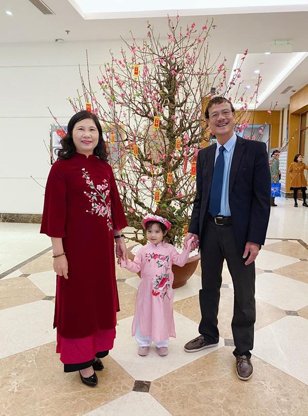 Bạn trai chụp ảnh Tết cùng gia đình Hoa hậu Ngọc Hân làm dấy lên nghi vấn sắp có một đám cưới đẹp - Ảnh 7.
