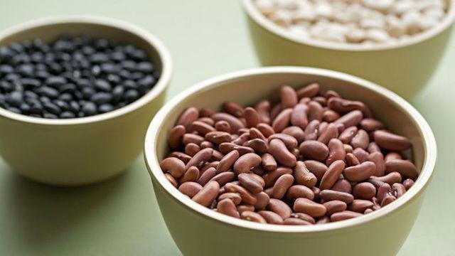 8 thực phẩm tàn phá xương từng ngày, khiến nhiều người chưa già đã đau lưng, mỏi gối  - Ảnh 6.