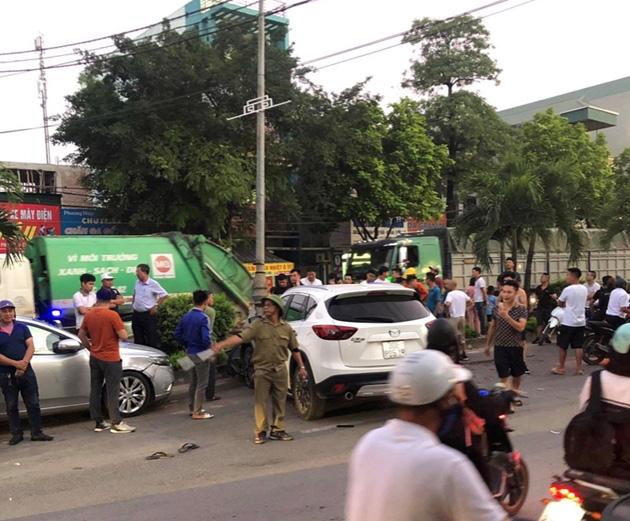 Hiện trường vụ xe ô tô CX5 gây tai nạn liên hoàn ở Hà Nội - Ảnh 1.