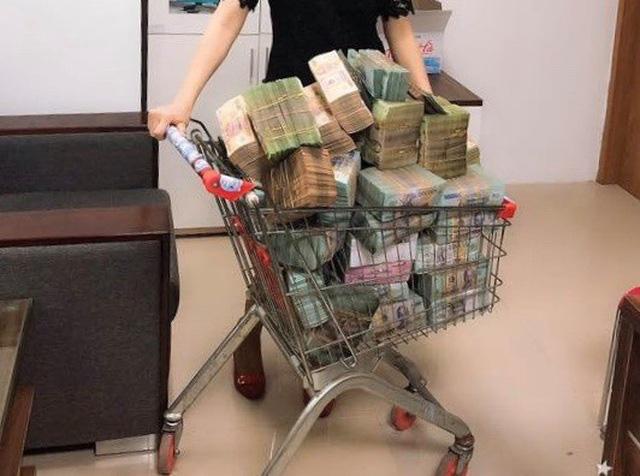 Đại gia tiền mặt vác bao tải, xếp như chồng gạch đi mua nhà Hà Nội - Ảnh 3.