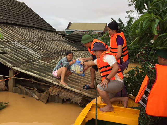 Báo Gia đình và Xã hội kêu gọi ủng hộ đồng bào bị bão lũ miền Trung - Ảnh 4.