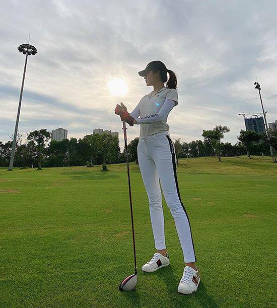 Thời trang sân golf của người đẹp Việt - Ảnh 4.