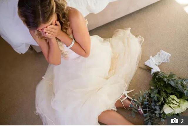 Phát hiện ý đồ hèn hạ của chú rể khi đi rước dâu, cô dâu ân hận chỉ muốn vứt hoa cưới ngay bên vệ đường - Ảnh 1.