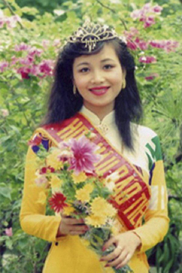Cuộc sống sau 30 năm đăng quang của Hoa hậu Việt Nam giỏi ngoại ngữ nhất - Ảnh 2.