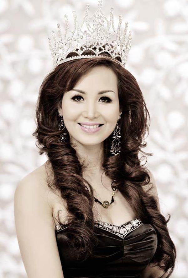 Cuộc sống sau 30 năm đăng quang của Hoa hậu Việt Nam giỏi ngoại ngữ nhất - Ảnh 3.