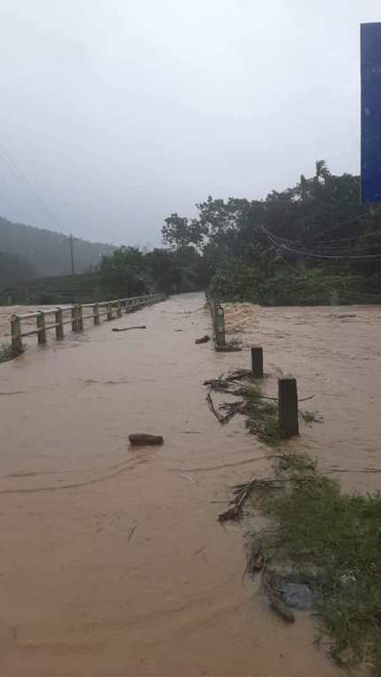 Nghệ An: Mưa lớn cộng với thủy điện xả lũ, dân chạy lụt trong đêm - Ảnh 3.