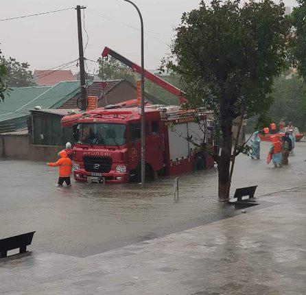 Nghệ An: Mưa lớn cộng với thủy điện xả lũ, dân chạy lụt trong đêm - Ảnh 7.
