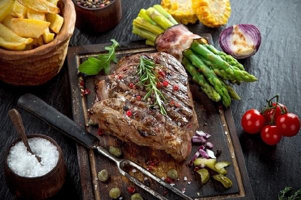 Những loại thịt đã được chuyên gia cảnh báo có thể phá hủy collagen nhanh bậc nhất, khiến chị em già nua chảy xệ và tăng nguy cơ mắc bệnh xương khớp - Ảnh 4.