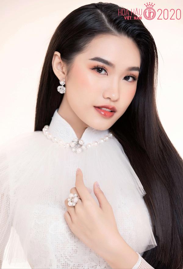 Nhan sắc người đẹp Hoa hậu Việt Nam 2020 vướng tin đồn hẹn hò với cầu thủ Đoàn Văn Hậu - Ảnh 4.