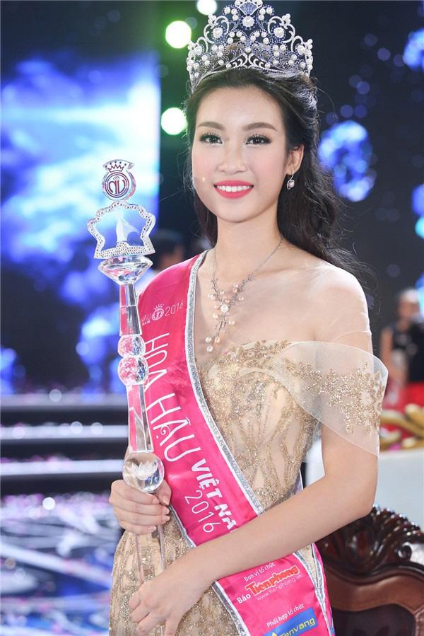 Đỗ Mỹ Linh: Người đẹp phố cổ 4 năm đăng quang Hoa hậu và chặng đường bền bỉ giữ gìn vương miện - Ảnh 2.