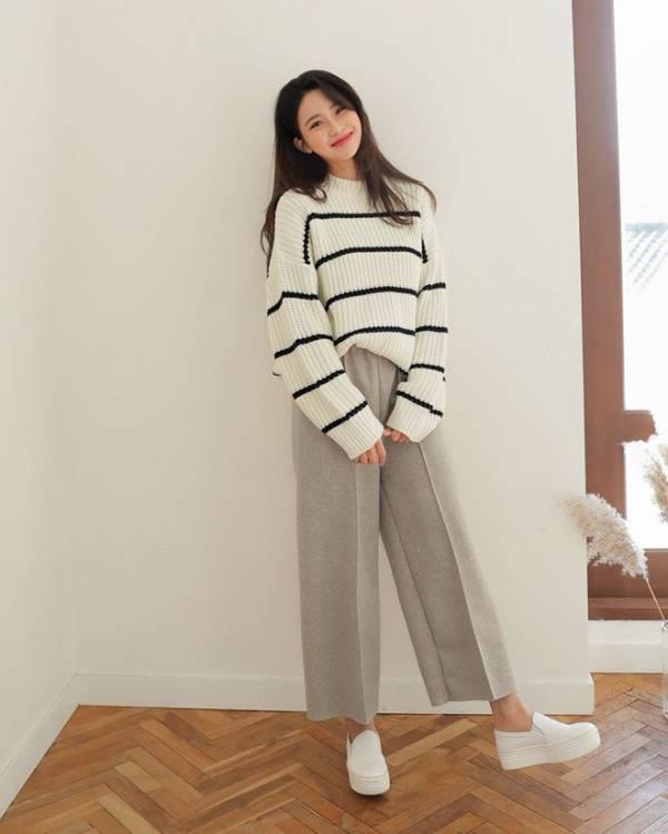 3 cách phối áo len chất lừ mùa thu đông 2020, những cô nàng quê mùa nhất cũng có thể dễ dàng thực hiện thành thạo - Ảnh 5.