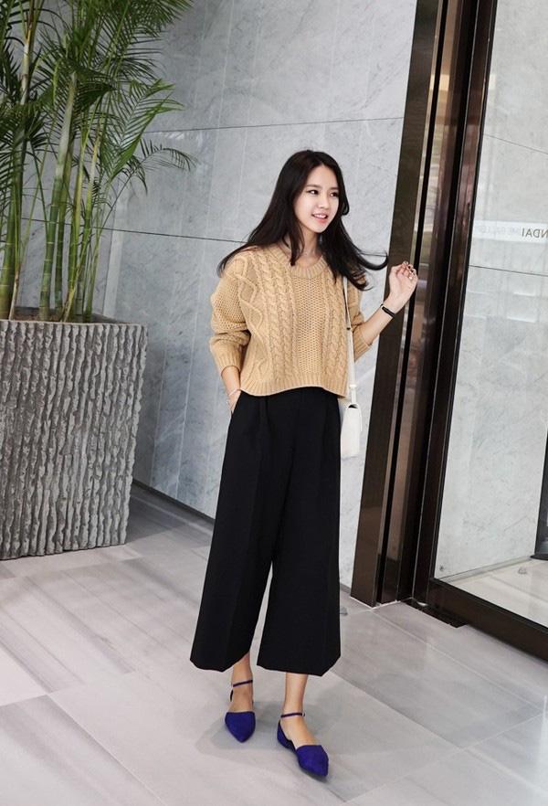 3 cách phối áo len chất lừ mùa thu đông 2020, những cô nàng quê mùa nhất cũng có thể dễ dàng thực hiện thành thạo - Ảnh 4.