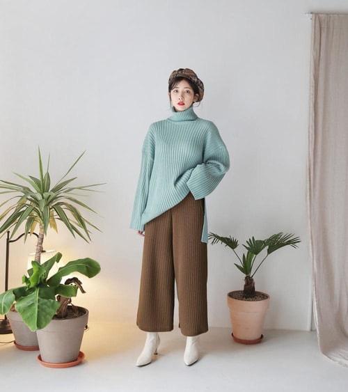3 cách phối áo len chất lừ mùa thu đông 2020, những cô nàng quê mùa nhất cũng có thể dễ dàng thực hiện thành thạo - Ảnh 3.
