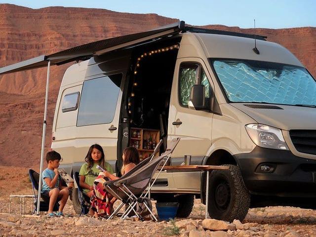"""Gia đình """"du mục"""" vừa nuôi 3 con vừa đi du lịch vòng quanh thế giới - Ảnh 9."""